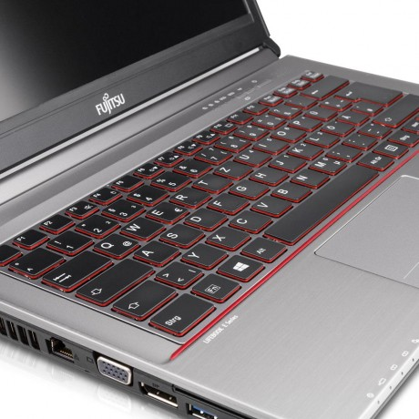 Fujitsu Lifebook E744 с процесор Intel Core i5, 4096MB DDR3, 320GB HDD, 14'